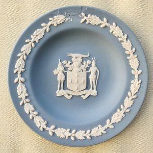 VINTAGE WEDGWOOD BLUE PIN DISH JAMAICA COAT OF ARM